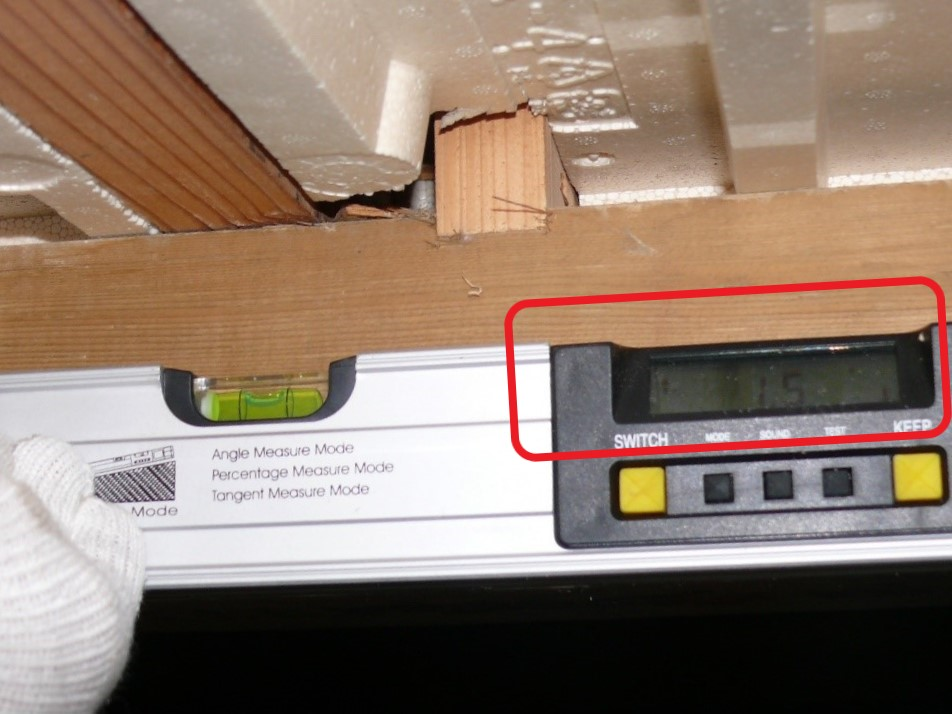 床下の水平調査(塗装工房)