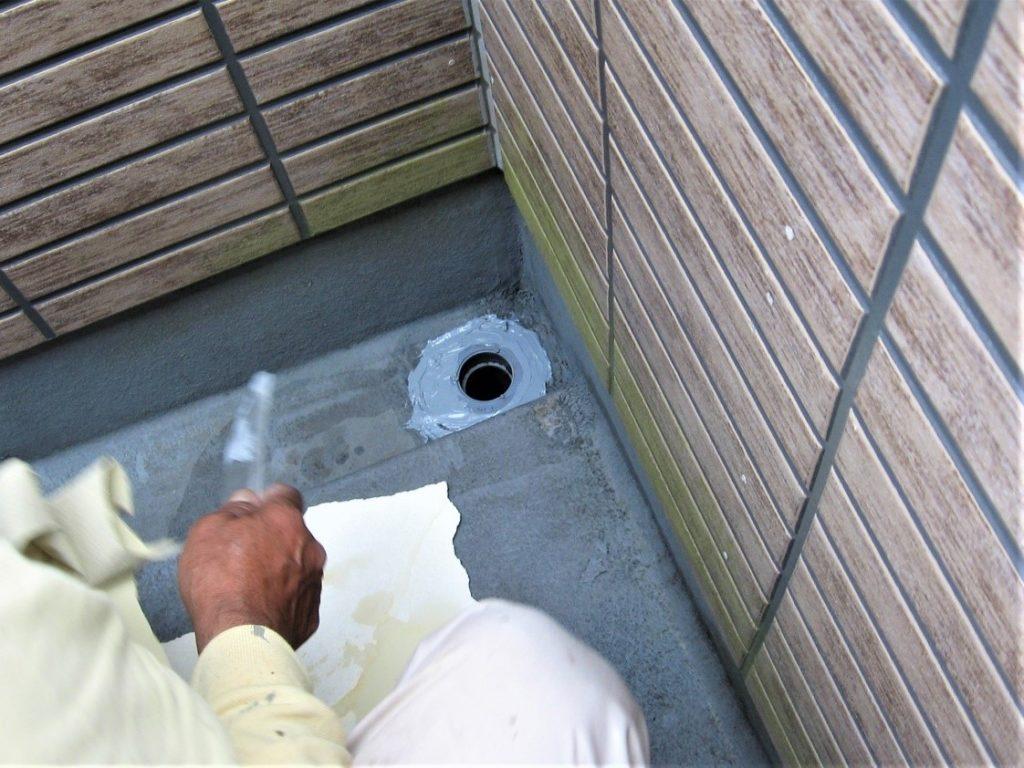 排水溝の補修工事の写真(塗装工房)