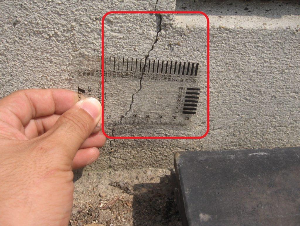 クラック幅の測定(塗装工房)