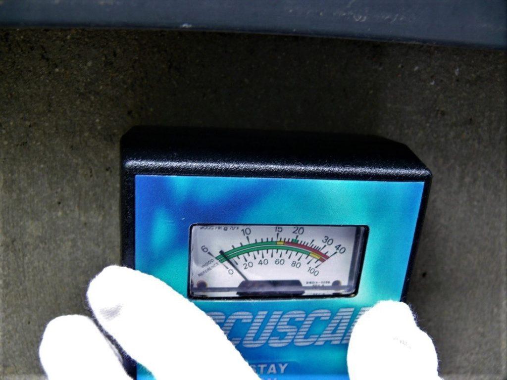 基礎の水分比率の測定(塗装工房)