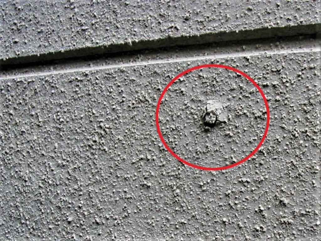 留め釘の浮き(塗装工房)