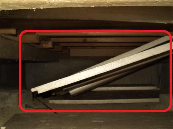 断熱材の落下写真(塗装工房)