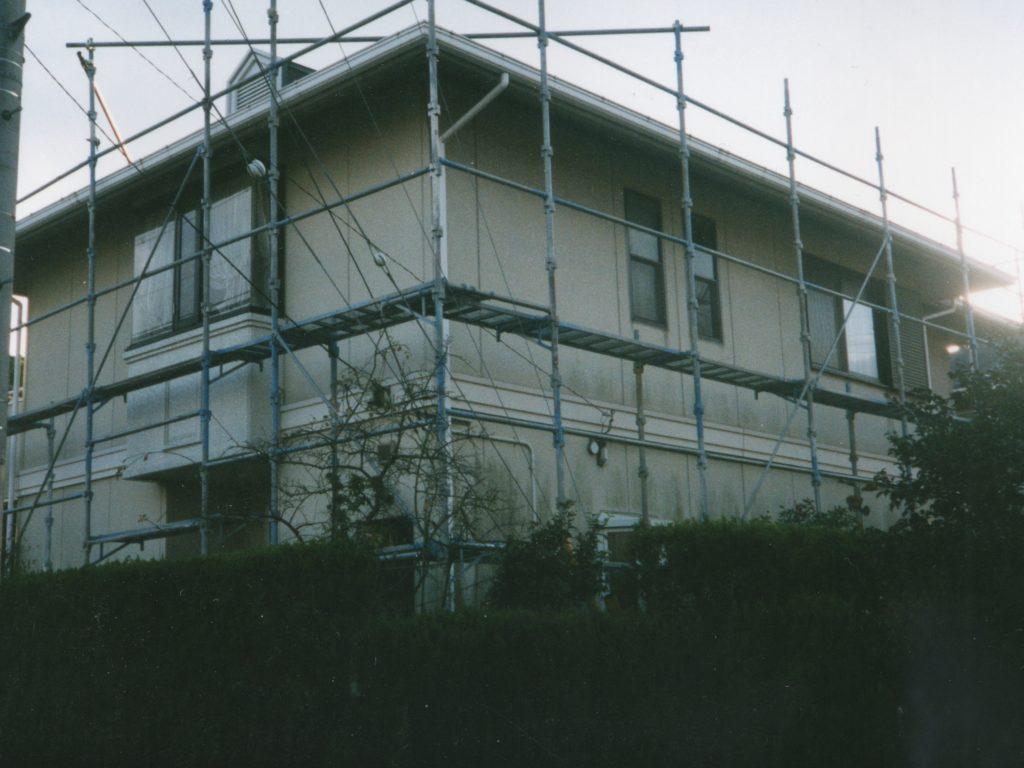 塗装前の住宅(塗装工房)
