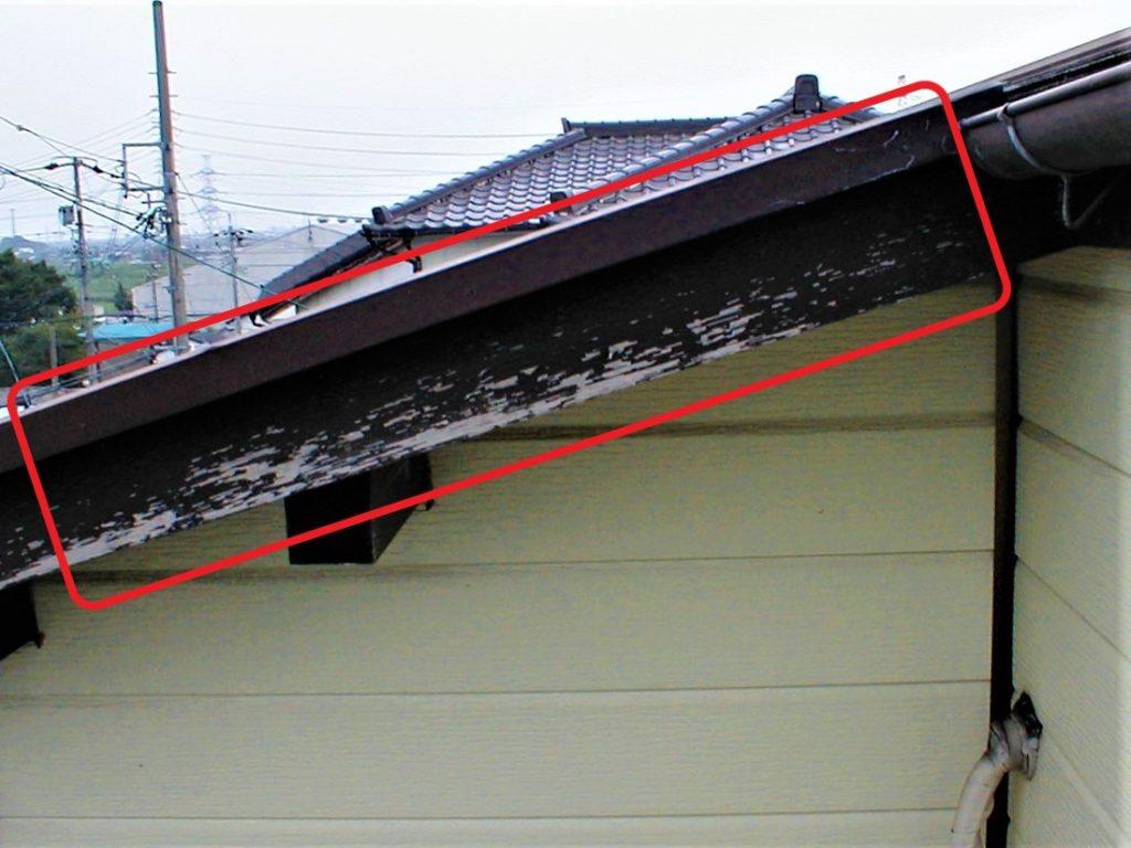 破風板の塗膜が剥離(塗装工房)