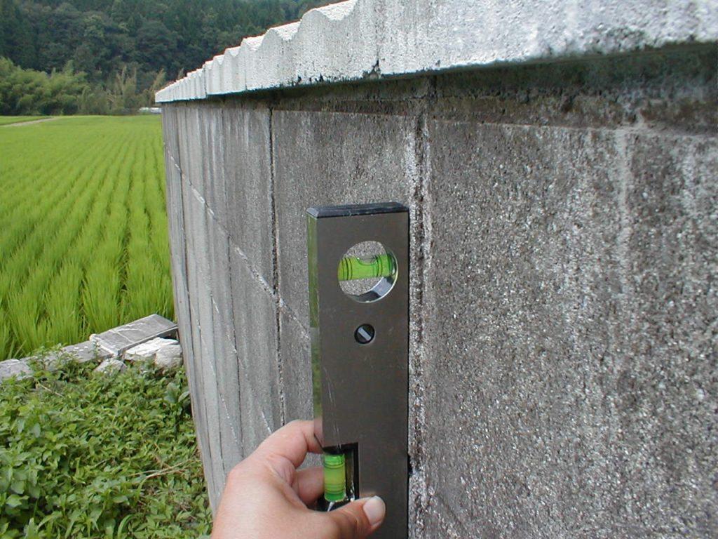ブロック塀の傾き測定(塗装工房)