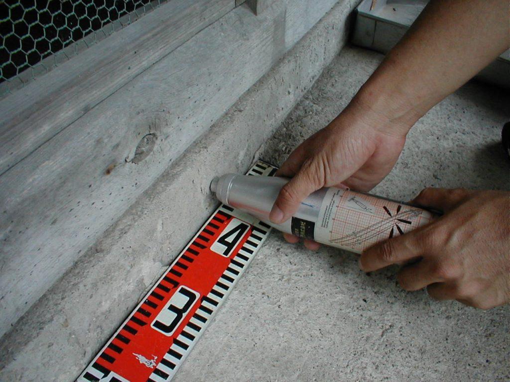 基礎の強度測定(塗装工房)