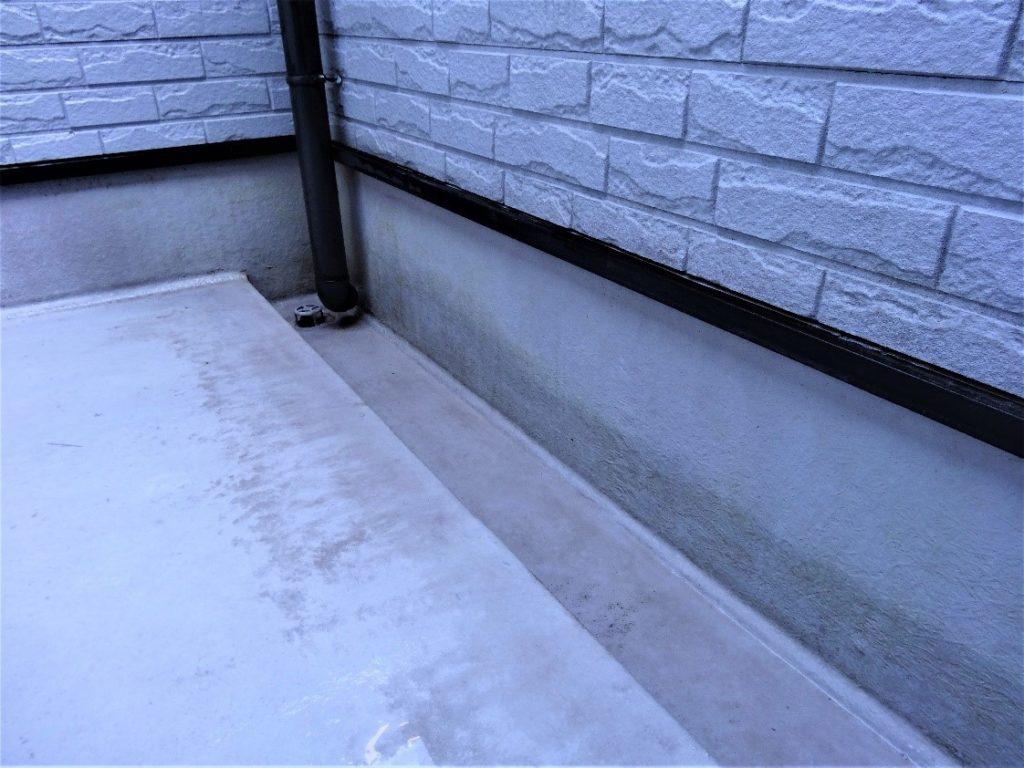高圧洗浄でカビや苔を除去した写真(塗装工房)