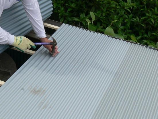 物置屋根の補修工事の写真(塗装工房)