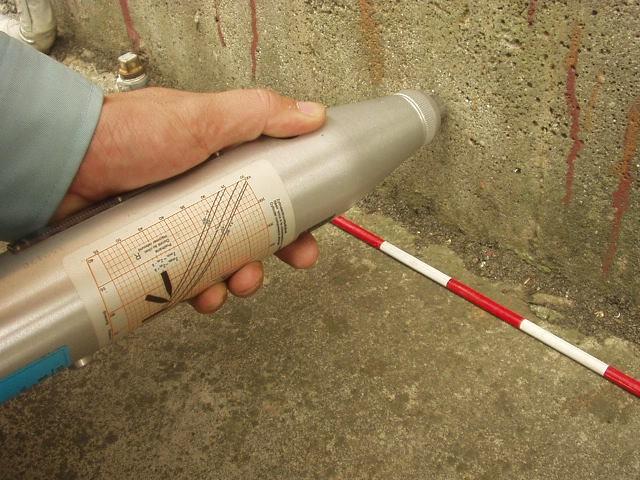 基礎の強度測定の写真(塗装工房)