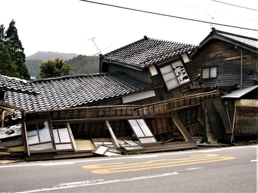 地震による被害の写真(塗装工房)