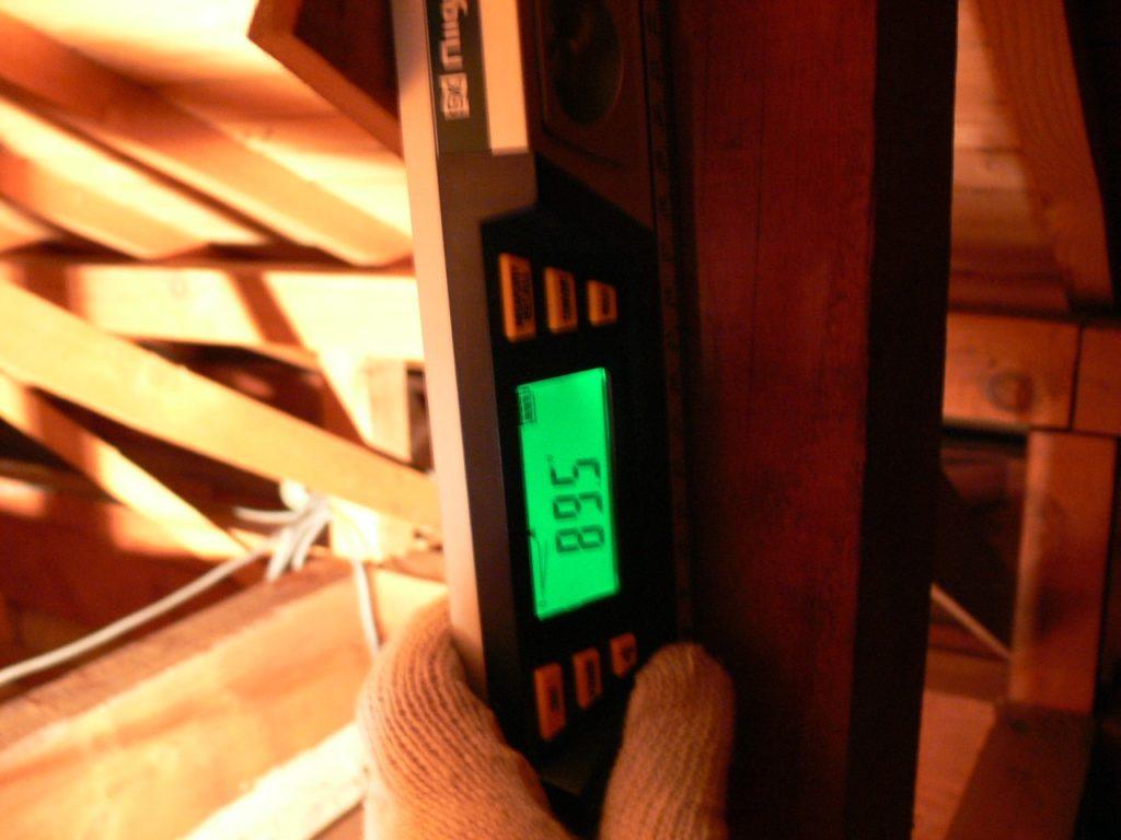 小屋束の傾斜測定(塗装工房)