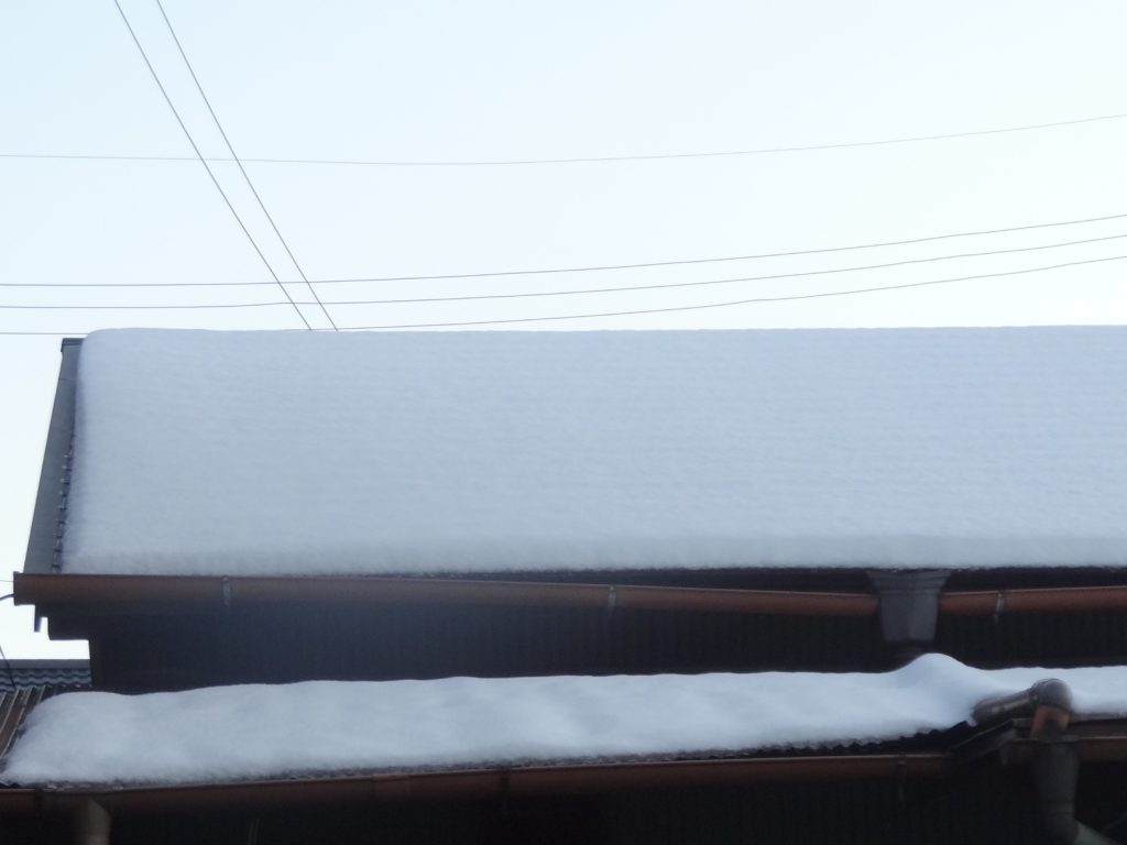 住宅の雪害の写真(塗装工房)